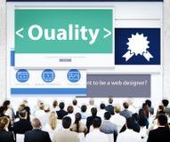 Hombres de negocios de la calidad de los conceptos del diseño web Fotos de archivo