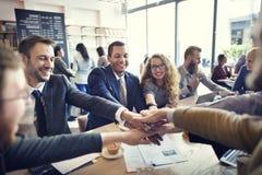 Hombres de negocios de la colaboración del trabajo en equipo del concepto de la unión Foto de archivo libre de regalías