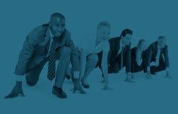 Hombres de negocios de la competencia de lanzamiento del concepto corriente del principio Foto de archivo