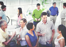 Hombres de negocios de la comunicación de la diversidad del concepto de trabajo de la oficina imagen de archivo libre de regalías