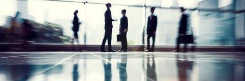 Hombres de negocios de la comunicación de la oficina del concepto corporativo del trabajo imagen de archivo