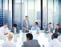 Hombres de negocios de la conferencia de la reunión del líder Concept de la sala de reunión Imagen de archivo libre de regalías