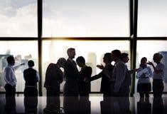 Hombres de negocios de la discusión corporativa que encuentra a Team Concept Imagen de archivo libre de regalías