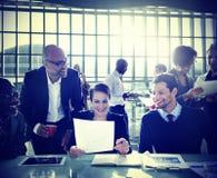 Hombres de negocios de la discusión de la diversidad de la reunión del concepto de la sala de juntas Imágenes de archivo libres de regalías
