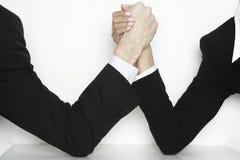 Hombres de negocios de la lucha de brazo Imágenes de archivo libres de regalías