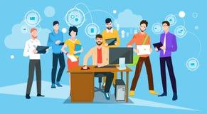Hombres de negocios de la mesa de Team Boss Manager Sit Working Imagen de archivo
