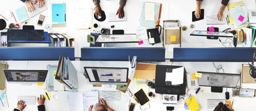 Hombres de negocios de la oficina que trabaja a Team Concept corporativo Imagen de archivo