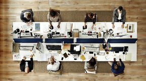 Hombres de negocios de la oficina que trabaja a Team Concept corporativo Foto de archivo libre de regalías