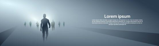 Hombres de negocios de la silueta del grupo que hace paso adelante integral sobre Grey Light Background Fotografía de archivo libre de regalías