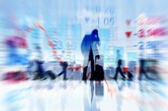 Hombres de negocios de los conceptos de las finanzas que viajan Imagen de archivo libre de regalías