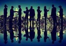 Hombres de negocios de Nueva York de la noche del concepto de la silueta Imagen de archivo libre de regalías