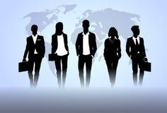 Hombres de negocios de Team Crowd Black Silhouette Businesspeople de los recursos humanos del grupo sobre fondo del mapa del mund Fotos de archivo libres de regalías