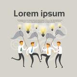 Hombres de negocios de Team Hold Net Catch Light del bulbo del concepto del intercambio de ideas Foto de archivo libre de regalías