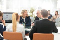 Hombres de negocios de Team Teamwork Cooperation y sociedad Concep Imagenes de archivo