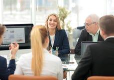Hombres de negocios de Team Teamwork Cooperation y sociedad Concep Foto de archivo libre de regalías