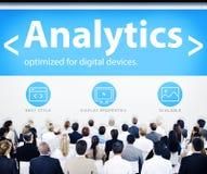 Hombres de negocios del Analytics de los conceptos del diseño web Imagen de archivo