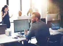 Hombres de negocios del análisis de las finanzas del crecimiento del concepto de pensamiento del éxito Foto de archivo libre de regalías