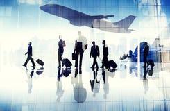Hombres de negocios del concepto corporativo terminal del vuelo del viaje del aeropuerto Imágenes de archivo libres de regalías