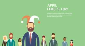 Hombres de negocios del desgaste Jester Hat, día April Holiday Banner Copy Space del grupo del tonto Imagen de archivo