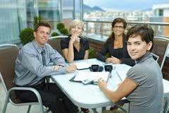 Hombres de negocios del encuentro al aire libre Imagen de archivo