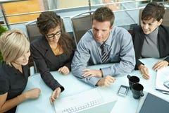 Hombres de negocios del encuentro al aire libre Imagen de archivo libre de regalías