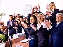 Hombres de negocios del grupo en oficina. Fotos de archivo libres de regalías