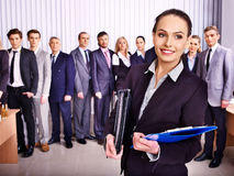 Hombres de negocios del grupo en oficina. Fotografía de archivo