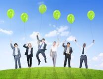 Hombres de negocios del humor del globo de la ayuda de la confianza Teamwor del éxito Fotografía de archivo libre de regalías