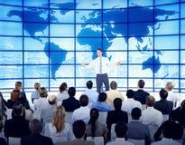 Hombres de negocios del negocio global del concepto corporativo del seminario Imagenes de archivo
