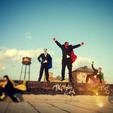 Hombres de negocios del paisaje urbano Team Concept de la fuerza del super héroe Imagenes de archivo