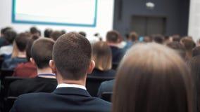 Hombres de negocios del seminario de la conferencia de la reunión de la oficina del concepto del entrenamiento almacen de metraje de vídeo