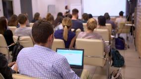 Hombres de negocios del seminario de la conferencia de la reunión de la oficina del concepto del entrenamiento 4 K almacen de metraje de vídeo