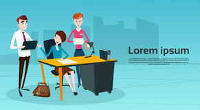 Hombres de negocios del trabajo en equipo de Team Boss Businesswoman Manager Sit Imagen de archivo libre de regalías