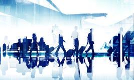 Hombres de negocios del viaje de Aiport de la terminal de viajeros corporativa Conce Imágenes de archivo libres de regalías