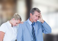 Hombres de negocios deprimidos contra fondo borroso Fotografía de archivo