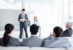 Hombres de negocios diversos en una conferencia Fotografía de archivo
