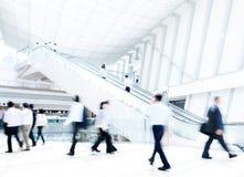 Hombres de negocios diversos sobre hora punta Imagen de archivo