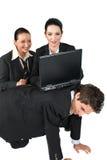 Hombres de negocios divertidos de la situación con la computadora portátil Fotografía de archivo libre de regalías