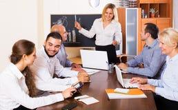 Hombres de negocios durante audioconferencia Imagenes de archivo