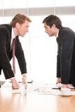Hombres de negocios el estar en conflicto. imágenes de archivo libres de regalías