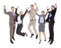 Hombres de negocios emocionados que saltan sobre el fondo blanco Foto de archivo libre de regalías