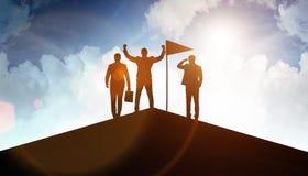 Hombres de negocios en el logro y el concepto del trabajo en equipo fotos de archivo libres de regalías