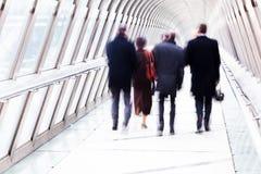 Hombres de negocios en el movimiento Imagenes de archivo