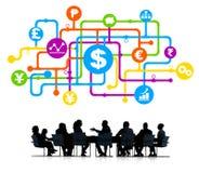 Hombres de negocios en grupo del análisis de las finanzas Fotografía de archivo libre de regalías