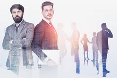 Hombres de negocios en la ciudad, concepto de la dirección fotografía de archivo libre de regalías