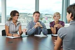 Hombres de negocios en la entrevista de trabajo Imagen de archivo libre de regalías