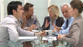 Hombres de negocios en la reunión almacen de video