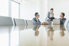Hombres de negocios en la reunión Fotos de archivo libres de regalías