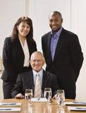 Hombres de negocios en oficina Fotos de archivo