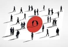 Hombres de negocios en una reunión con la bandera de Japón Foto de archivo libre de regalías